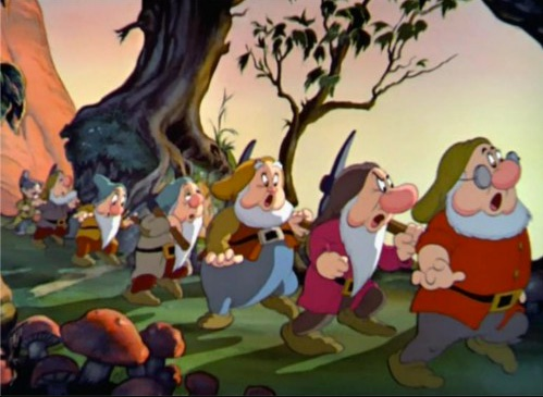 「白雪姫」小人の名前や特徴は?小人の隠された裏話とハイホーの意味